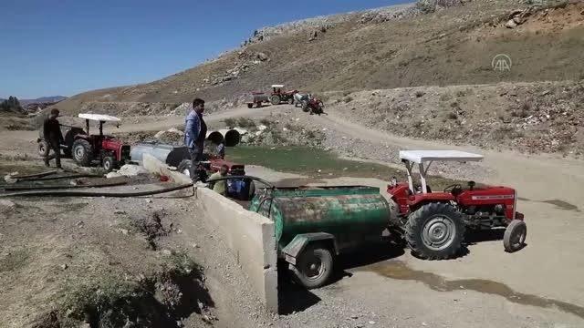 Çubuk'ta kuraklıktan etkilenen üreticiler tankerlerle su taşıyarak sebze bahçelerini suluyor
